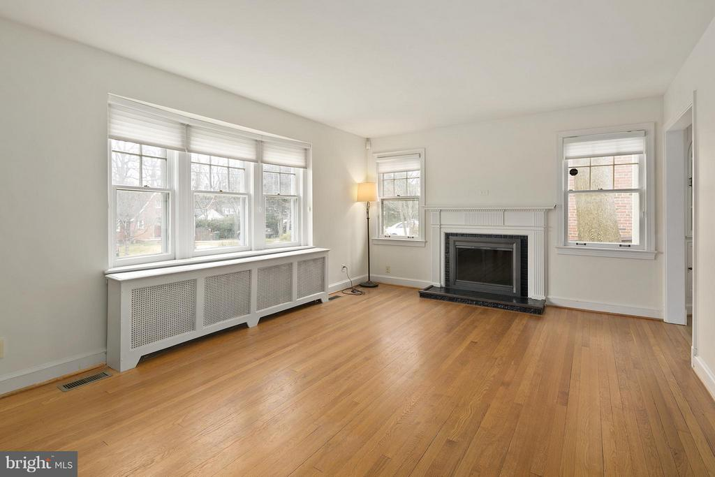 Living Room w/Fireplace - 309 TIMBERWOOD AVE, SILVER SPRING