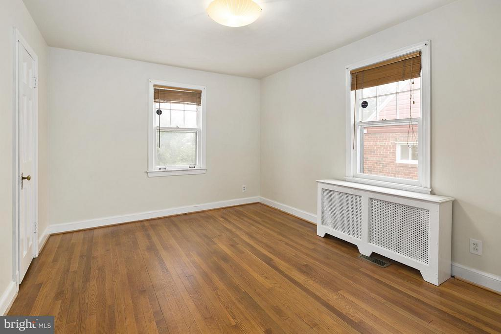 Main Level Bedroom 1 - 309 TIMBERWOOD AVE, SILVER SPRING