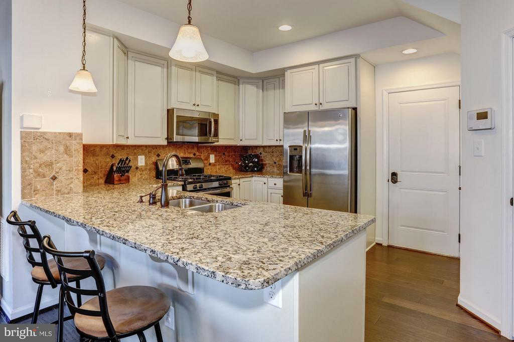Kitchen - Granite Counter Tops and Pendant Light - 7530 BRUNSON CIR, GAINESVILLE