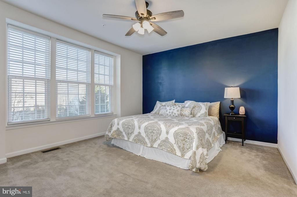 HUGE, SPACIOUS Master Bedroom with Wall of Windows - 7530 BRUNSON CIR, GAINESVILLE