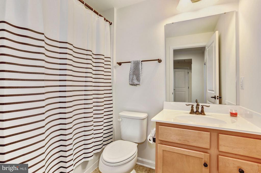 Full Bathroom #2 - 7530 BRUNSON CIR, GAINESVILLE