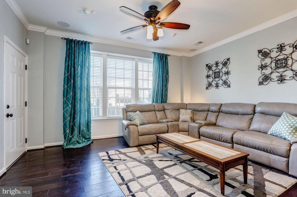 Living Room with Crown Molding and Ceiling Fan - 7530 BRUNSON CIR, GAINESVILLE