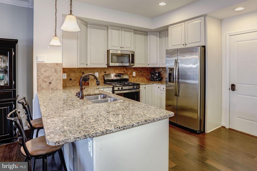 Kitchen - Stainless Steel Apps and Gas Cooking! - 7530 BRUNSON CIR, GAINESVILLE