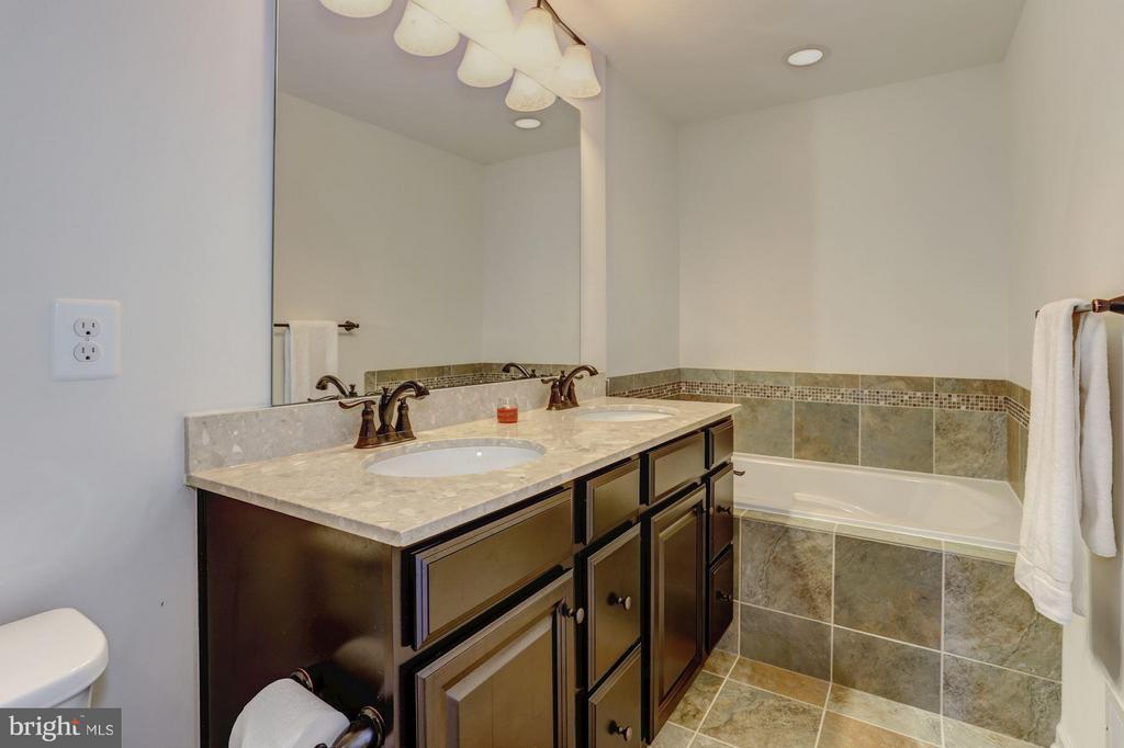 Master Bath Boasts Separate Shower and Soaking Tub - 7530 BRUNSON CIR, GAINESVILLE