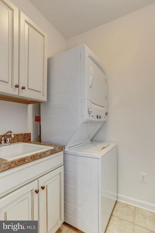 Separate Laundry Rm on Upstairs Lvl with Bedrooms - 7530 BRUNSON CIR, GAINESVILLE