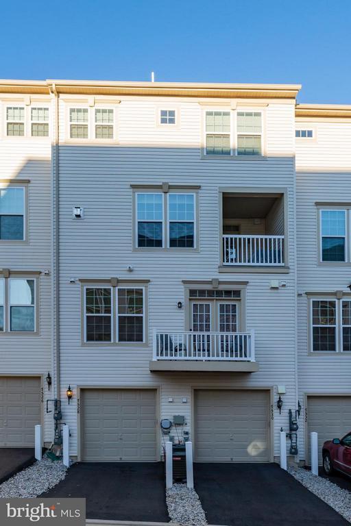 Exterior Rear of Home, Garage, Long Driveway - 7530 BRUNSON CIR, GAINESVILLE