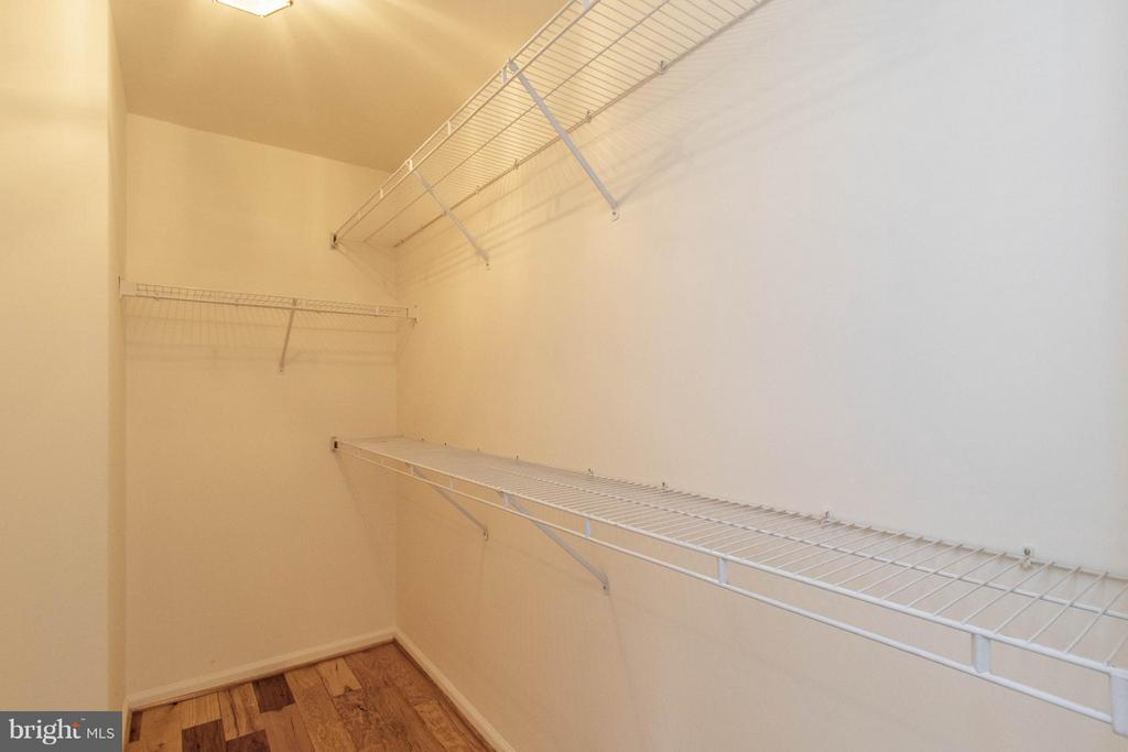 Master Walk-in Closet - 3013 ROSE ARBOR CT, FAIRFAX