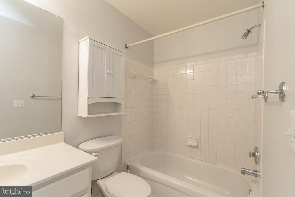 Bedroom 2 En Suite Bath - 3013 ROSE ARBOR CT, FAIRFAX