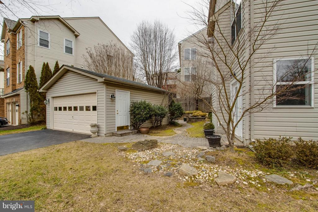 Detached 2 Car Garage - 3013 ROSE ARBOR CT, FAIRFAX