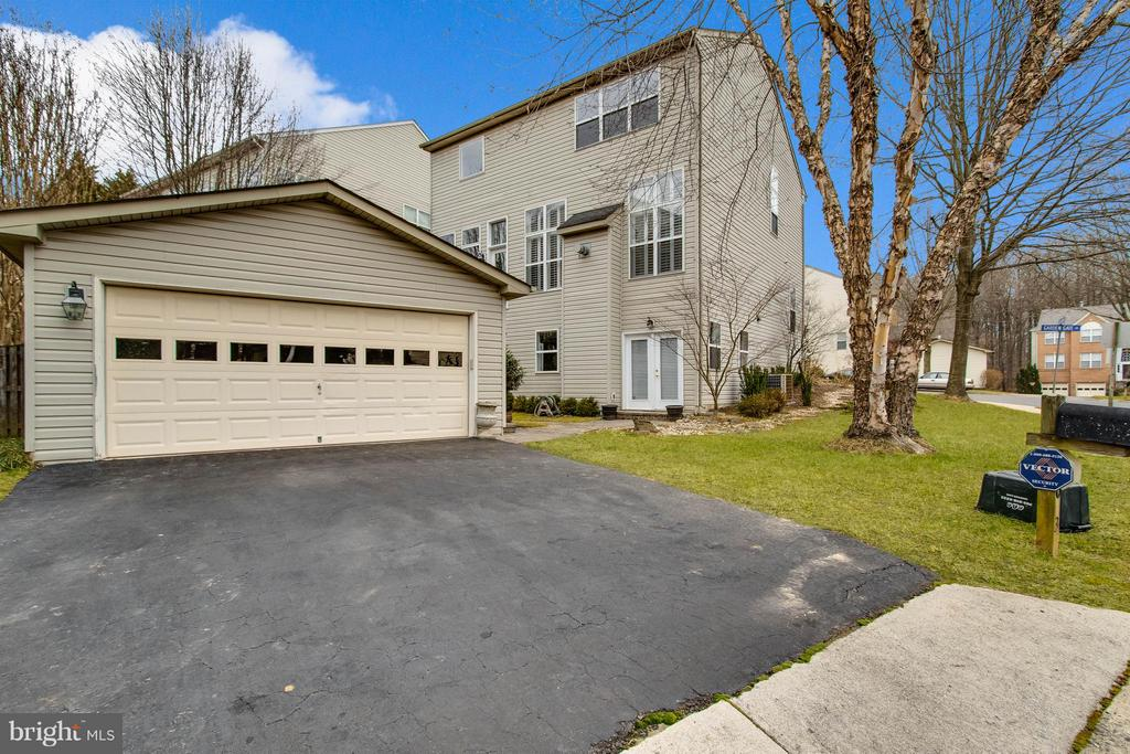 2 Car Garage - 3013 ROSE ARBOR CT, FAIRFAX