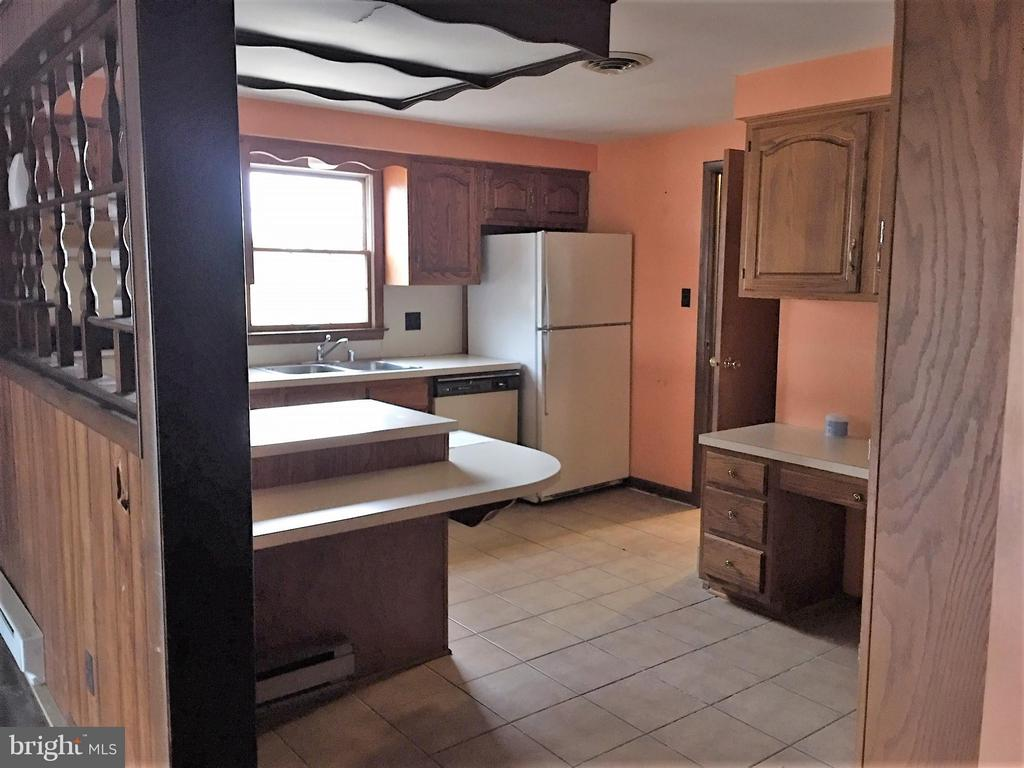 Kitchen with island and built in desk - 7115 DAMASCUS RD, GAITHERSBURG