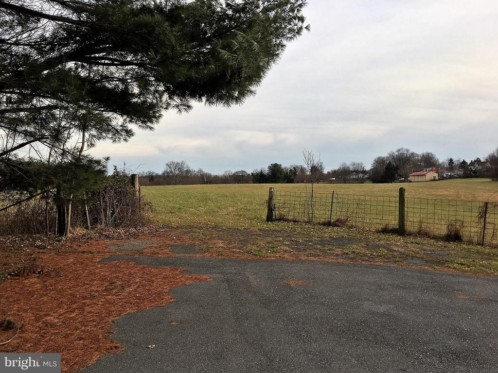 Access to land from driveway - 7115 DAMASCUS RD, GAITHERSBURG