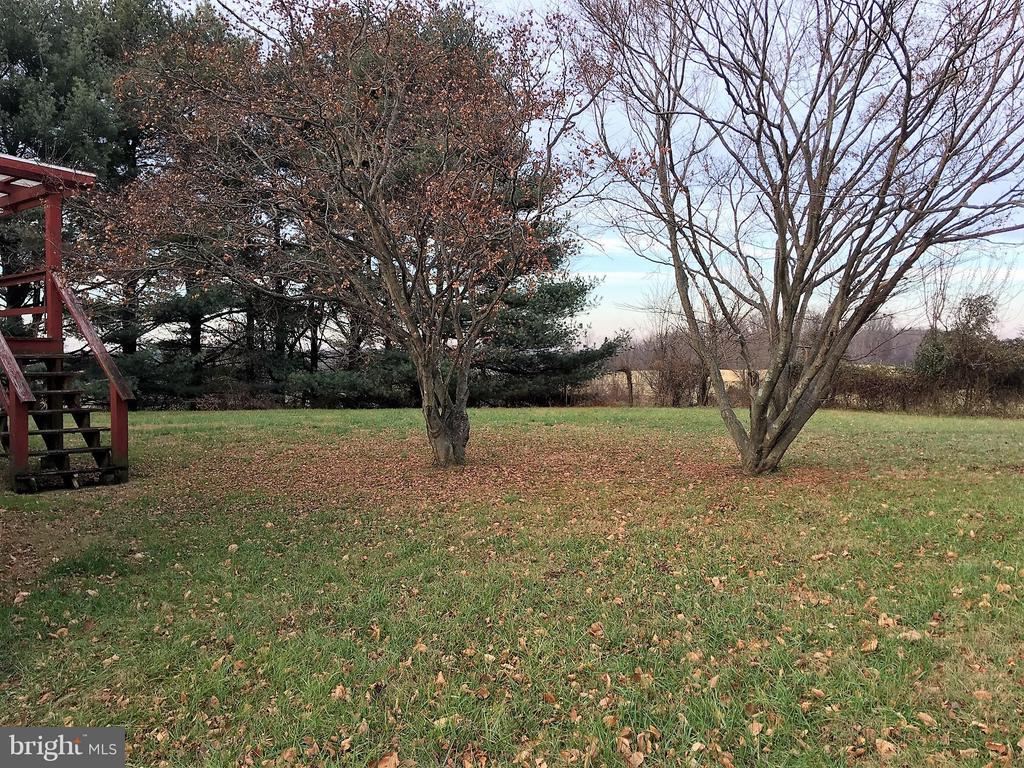 Side yard view - 7115 DAMASCUS RD, GAITHERSBURG