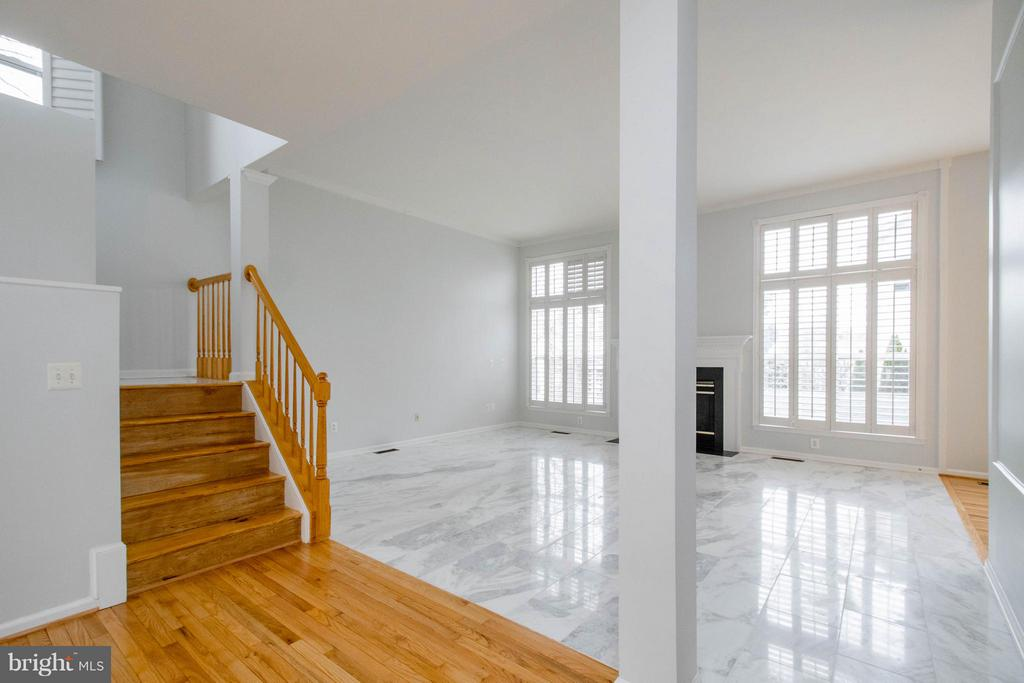 Staircase and Family Room - 3013 ROSE ARBOR CT, FAIRFAX