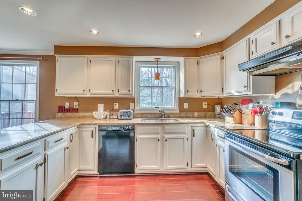 Kitchen with stainless steel appliances - 3227 TITANIC DR, STAFFORD