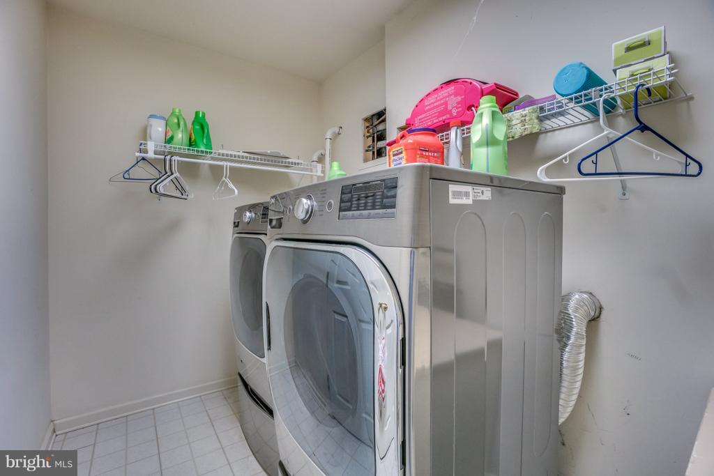 Front loading washer and dryer - 3227 TITANIC DR, STAFFORD