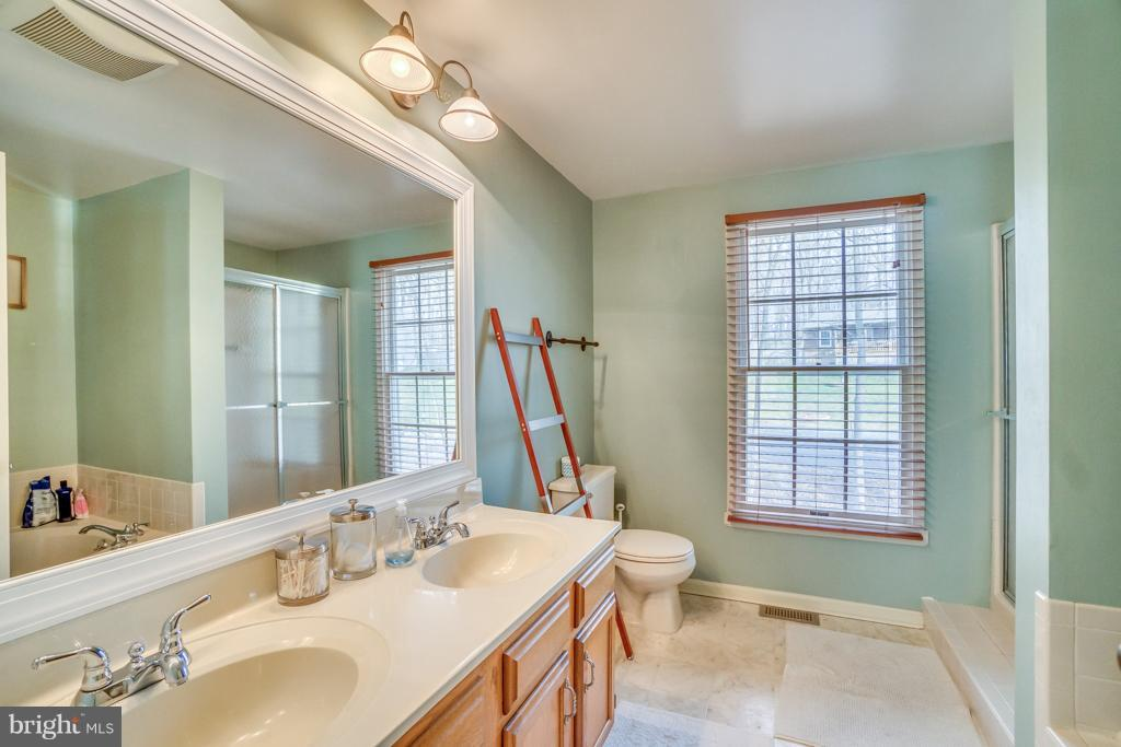 Master bath with double vanity - 3227 TITANIC DR, STAFFORD