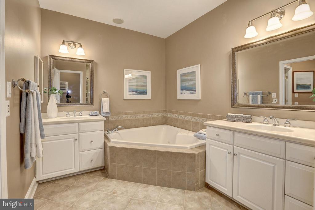 Master Bath - 10401 STRATHMORE PARK CT #3-404, ROCKVILLE