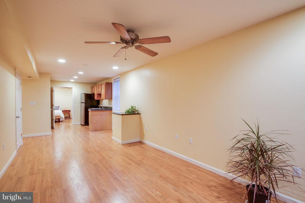 Basement w/recessed lighting and laminate floors - 6 DEENE CT, STAFFORD