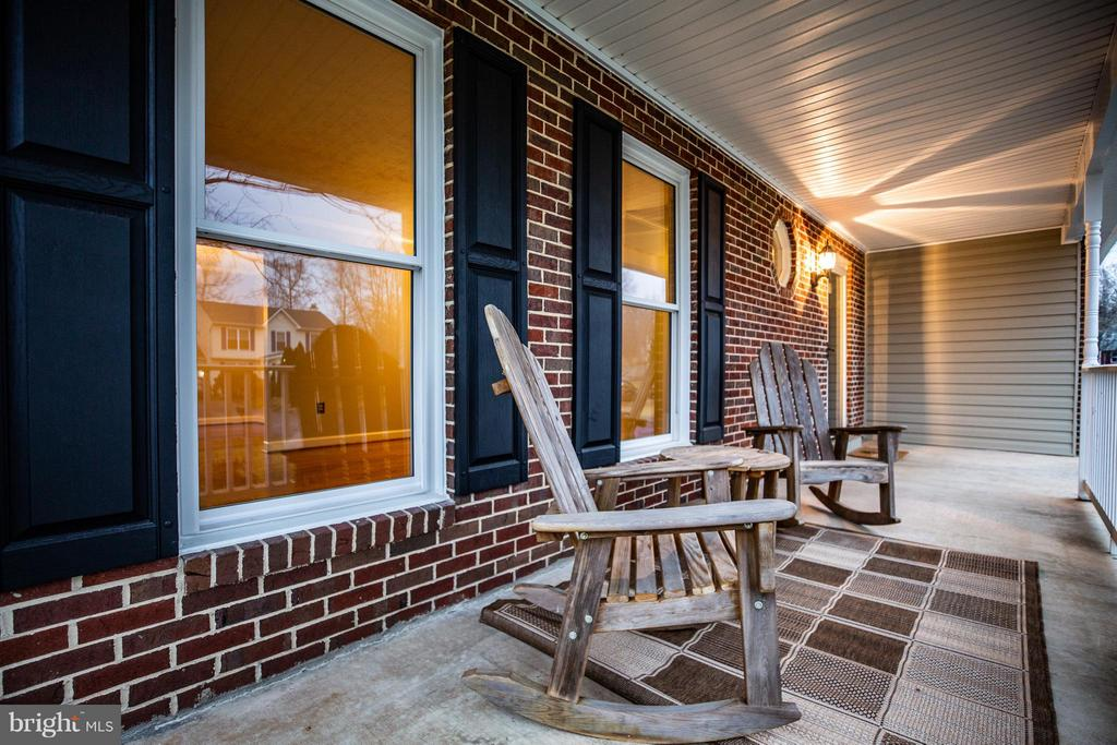 #PorchTime-Leisurely rock the days away - 6 DEENE CT, STAFFORD