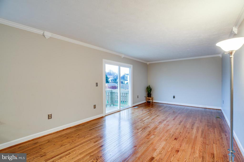 Gleaming refinished hardwoods on main level - 6 DEENE CT, STAFFORD