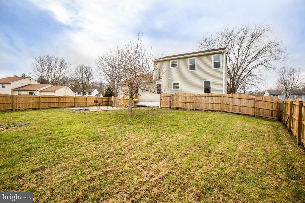 Bring Fido! Large fenced backyard is dog friendly - 6 DEENE CT, STAFFORD
