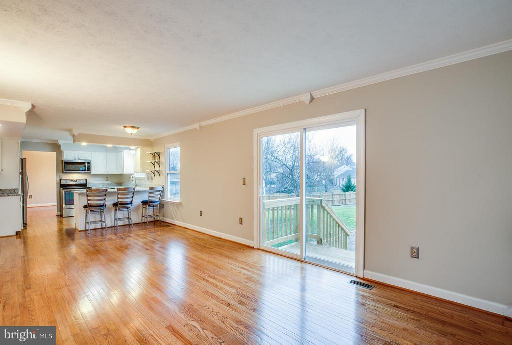 Bring the outside in. Sliding door opens to patio - 6 DEENE CT, STAFFORD