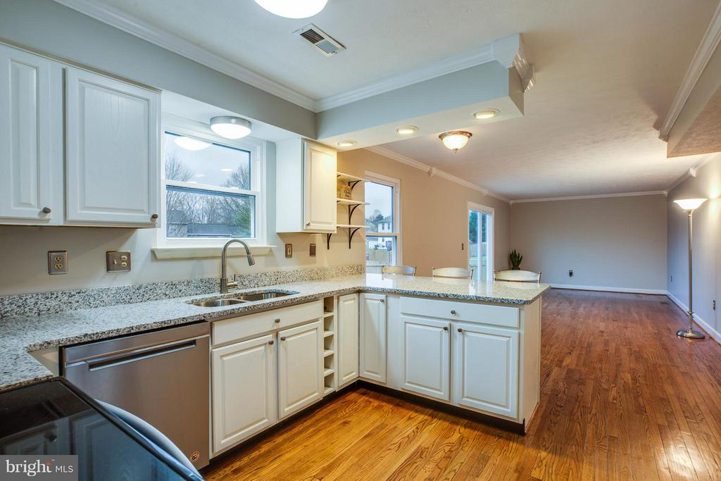Granite counters and stainless appliances, oh my! - 6 DEENE CT, STAFFORD