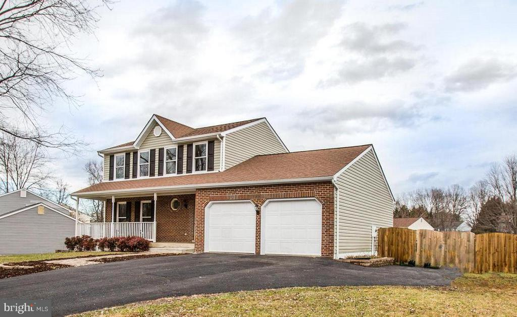 Plenty of parking! Extended driveway and 2X garage - 6 DEENE CT, STAFFORD