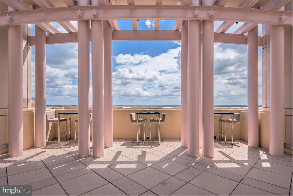 Dine al fresco with monumental views of DC - 888 N QUINCY ST #901, ARLINGTON