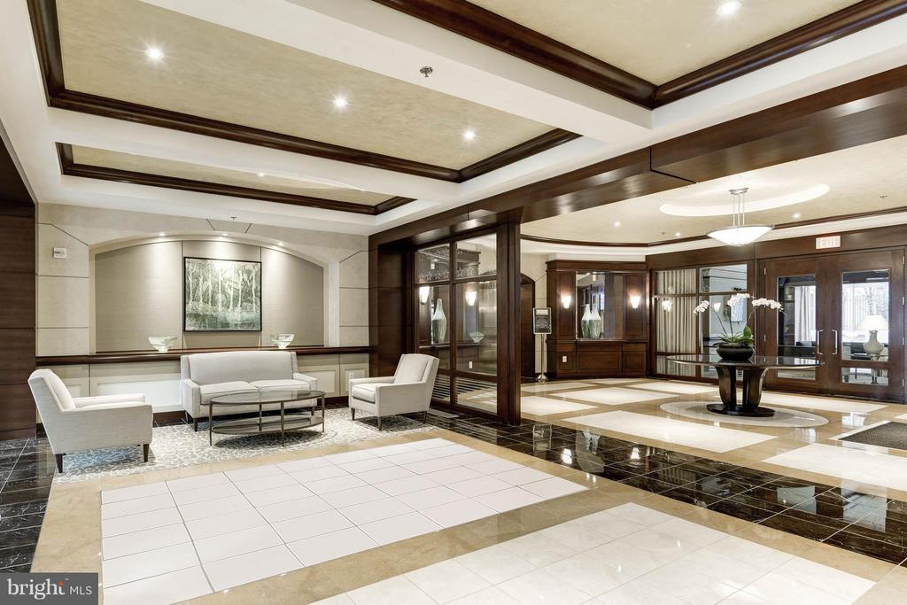 Elegantly appointed lobby and club lounge - 888 N QUINCY ST #901, ARLINGTON