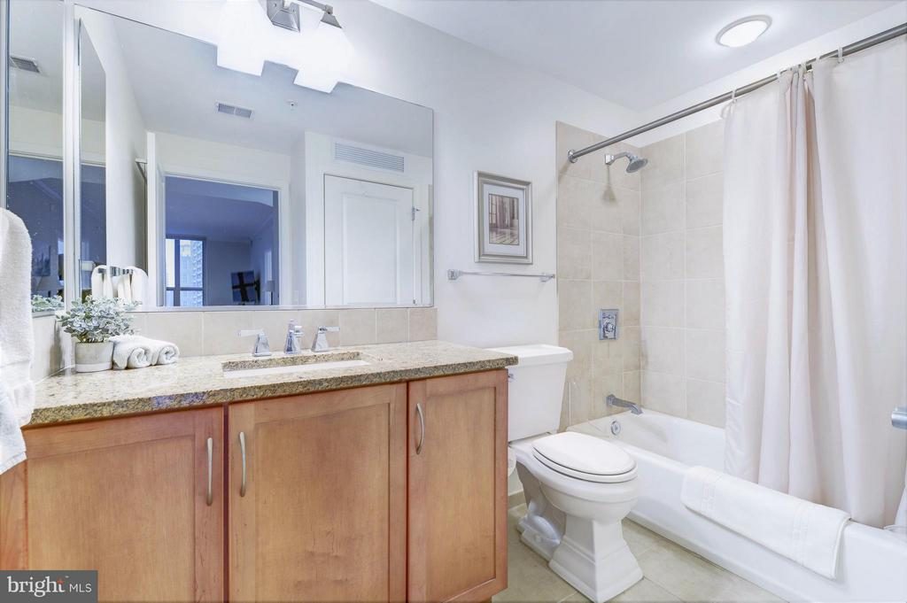 Bright and spacious guest bath with granite top - 888 N QUINCY ST #901, ARLINGTON