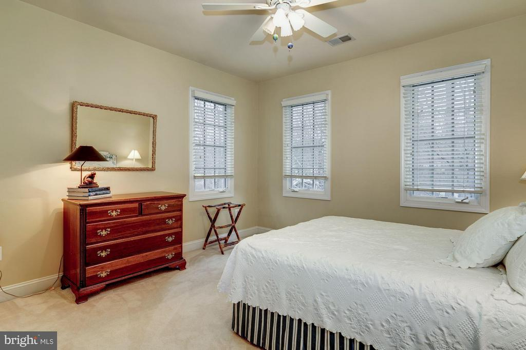 Fourth upper level BR with ensuite bath - 3942 27TH RD N, ARLINGTON
