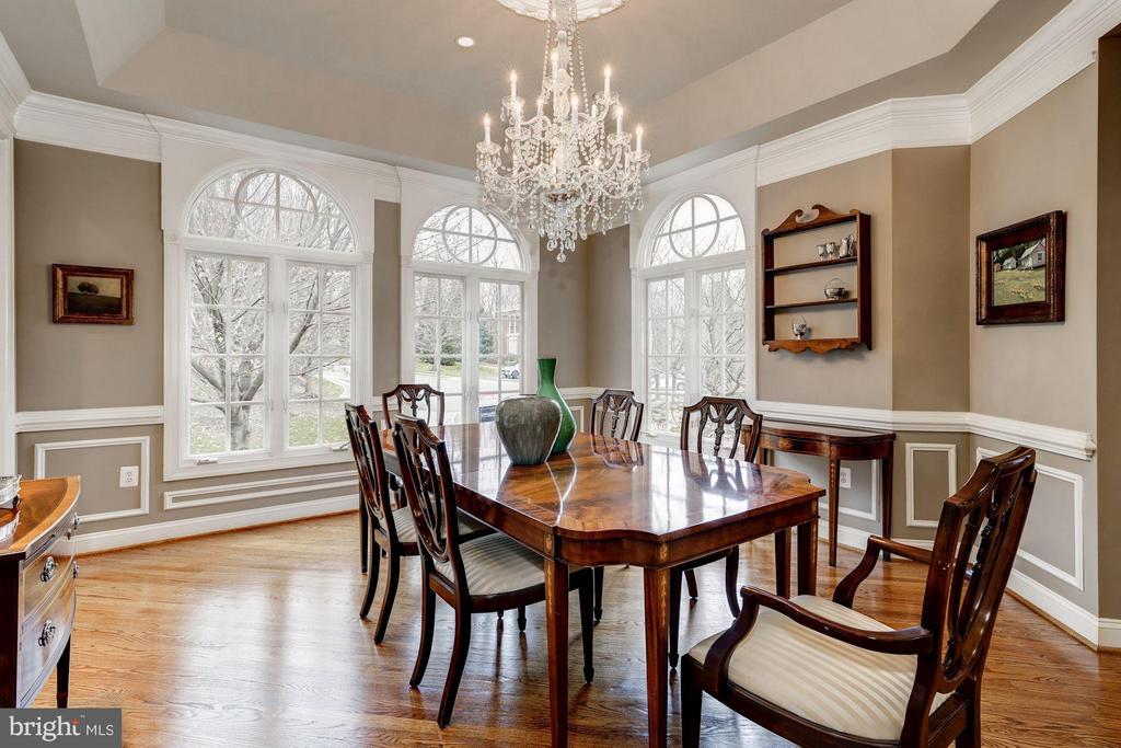Spacious Dining Room with stunning trim details - 3942 27TH RD N, ARLINGTON