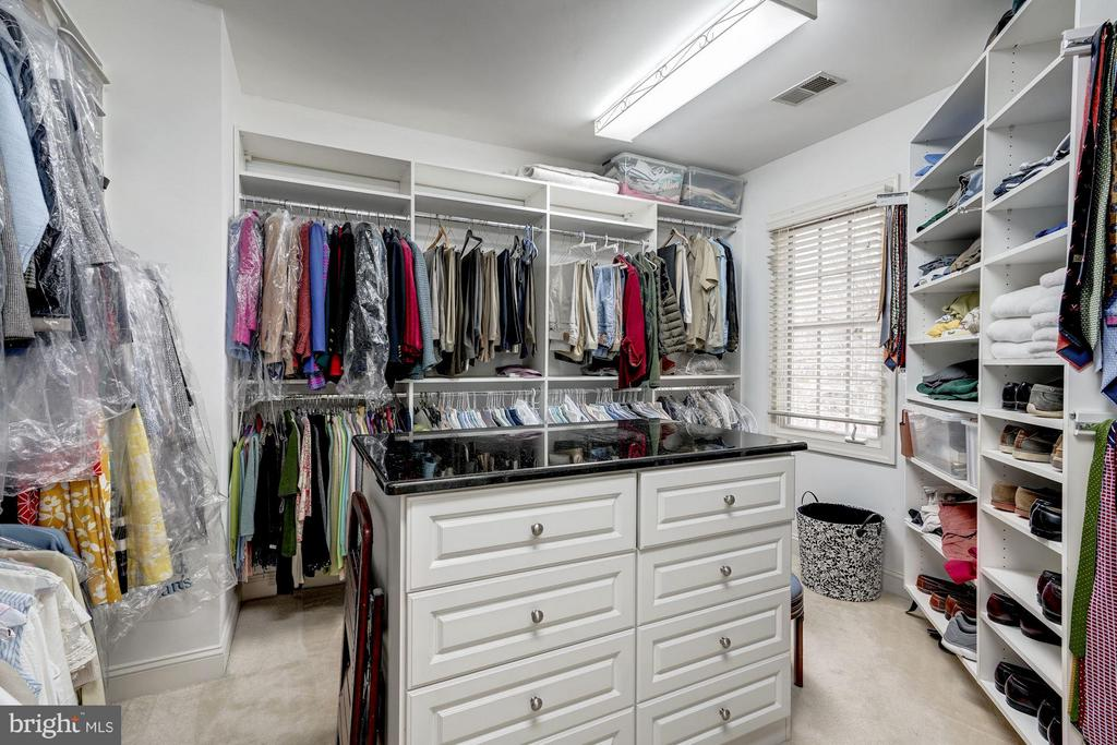 Large walk-in master closet - 3942 27TH RD N, ARLINGTON