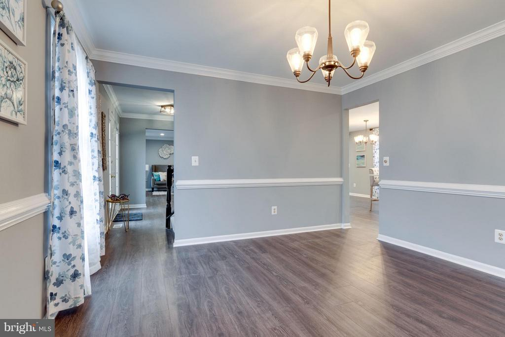 Gorgeous Formal Dinning Room - 20064 GREAT FALLS FOREST DR, GREAT FALLS