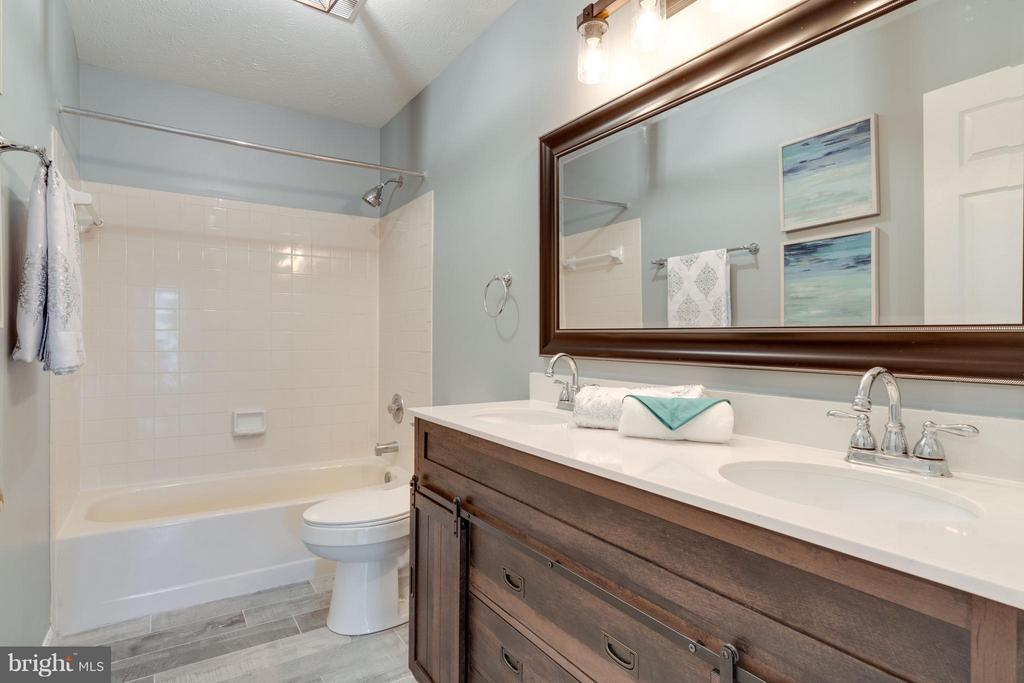 Renovated Full Bathroom - 20064 GREAT FALLS FOREST DR, GREAT FALLS