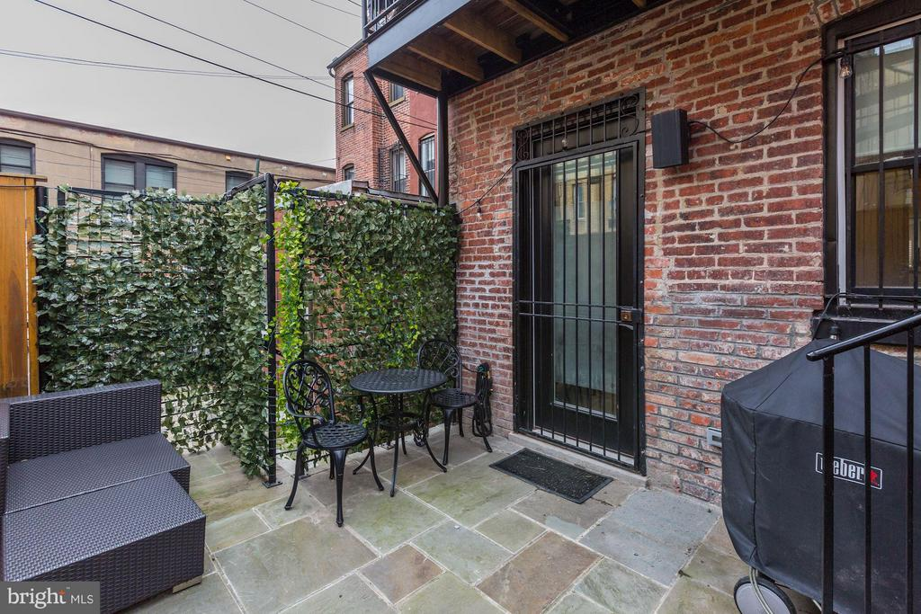 Outdoor patio - perfect for entertaining! - 1817 VERNON ST NW #2, WASHINGTON