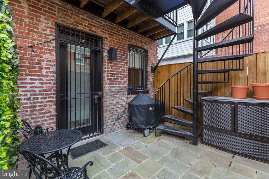 Private outdoor patio - 1817 VERNON ST NW #2, WASHINGTON