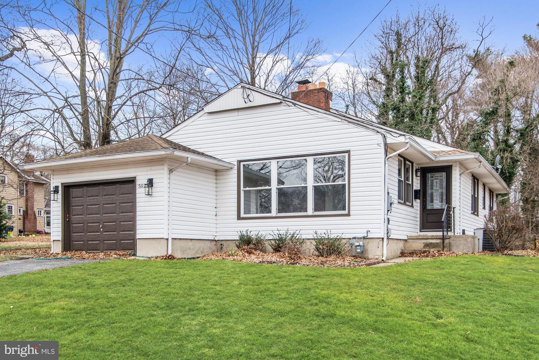 Частный односемейный дом для того Продажа на 502 10TH Riverton, Нью-Джерси 08077 Соединенные ШтатыВ/Около: Riverton