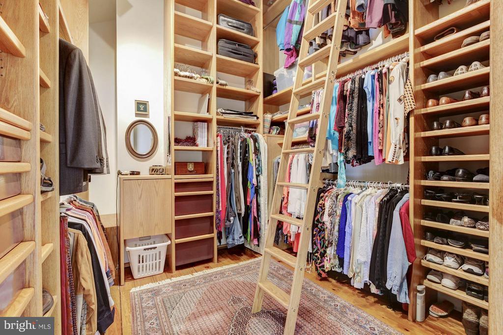 Master Bedroom storage and dressing closet - 11601 SPRINGRIDGE RD, ROCKVILLE