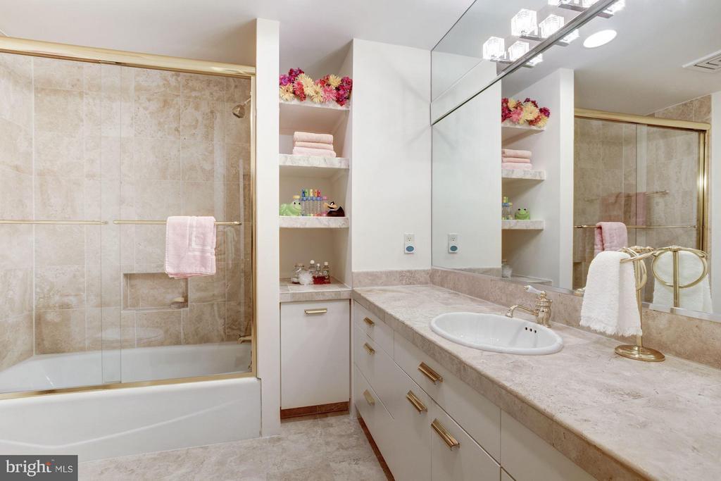 Garden Suite Bath - 11601 SPRINGRIDGE RD, ROCKVILLE
