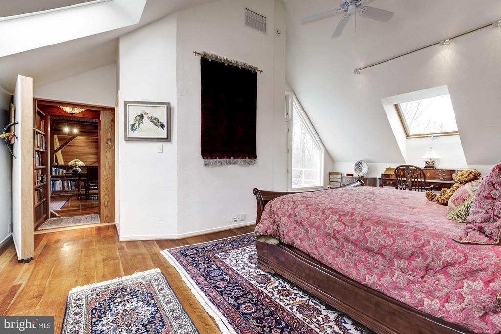 (3) Guest Suite and Secret Passage to Library - 11601 SPRINGRIDGE RD, ROCKVILLE