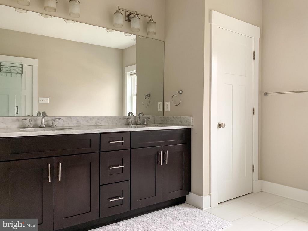 Master Bath - 118 MADISON RIDGE LN, HERNDON
