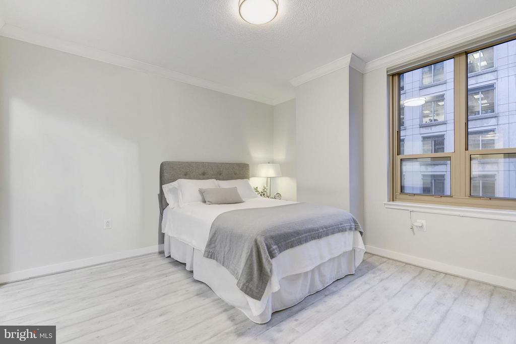 Spacious master suite - 888 N QUINCY ST #901, ARLINGTON