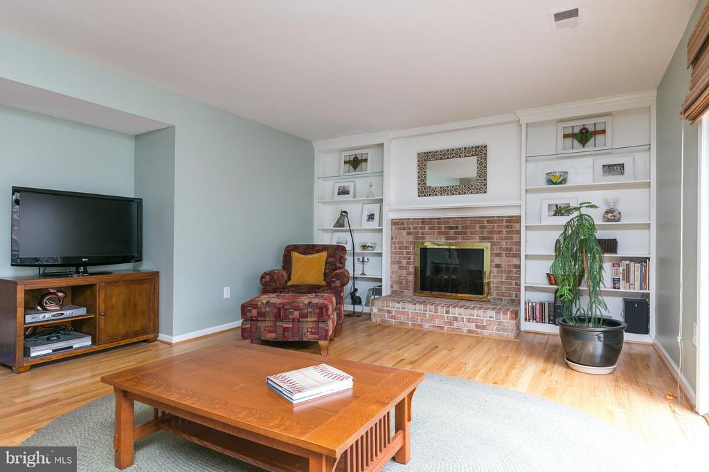Family Room from Eat In Kitchen Area - 6026 MAKELY DR, FAIRFAX STATION