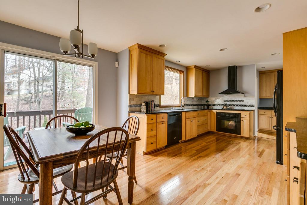 Full View of Kitchen & Eat In Area - 6026 MAKELY DR, FAIRFAX STATION