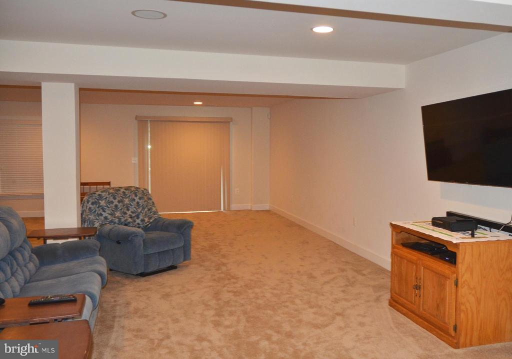HUGE REC ROOM WITH WALK OUT TO REAR YARD - 15106 ADDISON LN, WOODBRIDGE