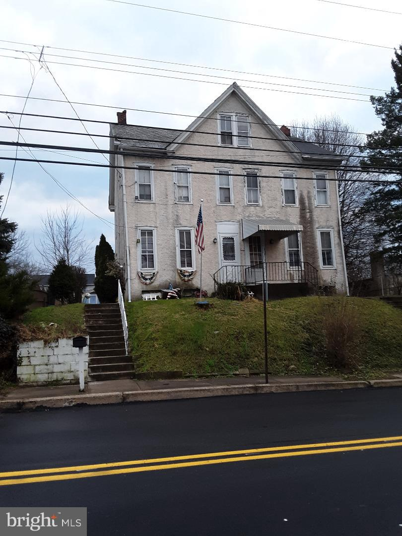 Photo of home for sale at 812 Farmington Avenue, Pottstown PA