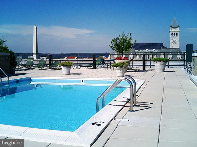 Roof Deck Pool - 801 PENNSYLVANIA AVE NW #1126, WASHINGTON